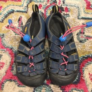 Keen youth waterproof river sandal size youth 2